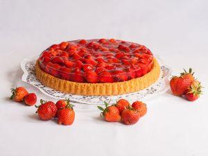 Tortenboden mit reichlich Erdbeeren