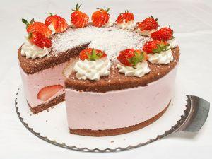 Erdbeer-Joghurt-Windbeutel-Torte (Bild 2)